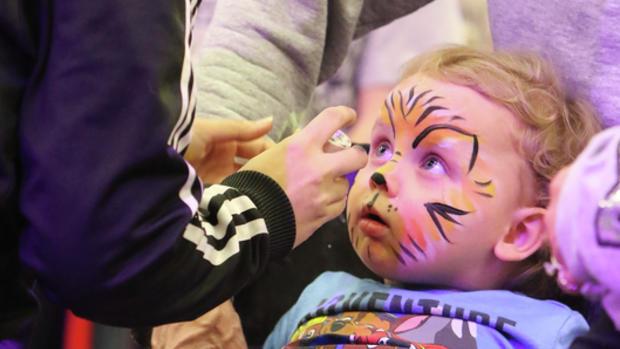 سرب در لوازم آرایشی, محصولات زیبایی, حد مجاز سرب, مراقبت از لب, رنگ آمیزی صورت کودکان, لیپ استیک, غذا و دارو آمریکا, استات سرب .